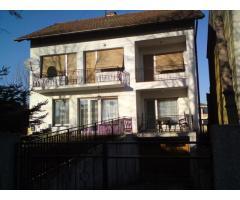 Prodajem kuću u Bakačevoj - 180m2 + dvorišna zgrada